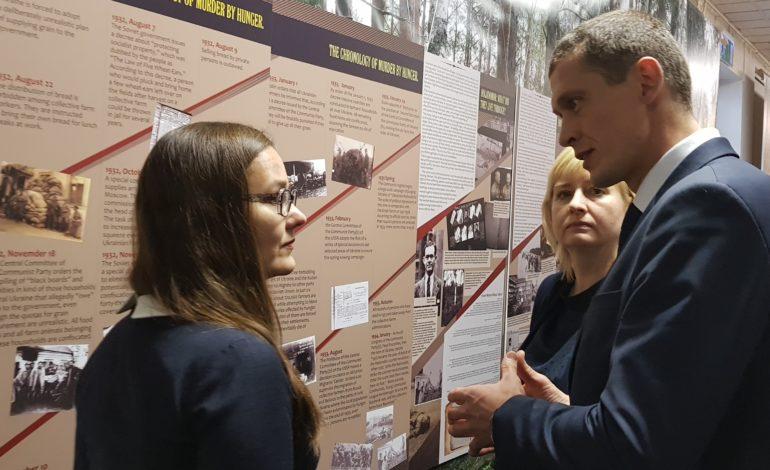 J.Jurašs, L.Ozola un J.Strīķe diskutē par genocīdu pret ukraiņiem
