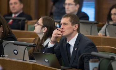 (VIDEO): Saeima vienbalsīgi virza tālāk iniciatīvu par azartspēļu zāļu slēgšanu