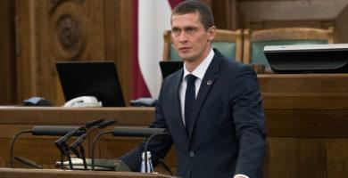 Satversmes tiesa atzīst, ka trauksmes cēlēja Jura Juraša politiskā darbība Saeimā ierobežota prettiesiski