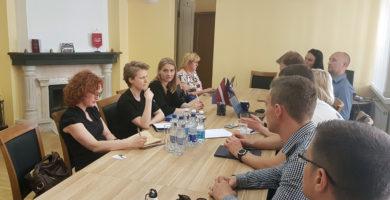 """Jaunie konservatīvie vienojas par sadarbību ar biedrību """"Sabiedrība par atklātību – Delna"""""""