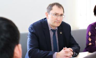 Satiksmes ministrs Tālis Linkaits panāk ostu valdes locekļu algu samazināšanu par 25%