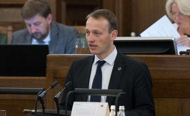 Jaunie konservatīvie aicina Saeimas deputātus atteikties no transporta kompensācijām