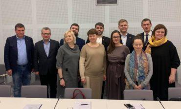 Jaunie konservatīvie tiekas ar Krievijas politiskajiem bēgļiem